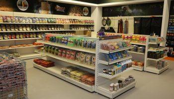 Raven Hengelsport heeft binnen een zeer kort tijdsbestek de grote winkel in Tilburg verhuisd naar Rijen, een plaats gelegen tussen Tilburg en Breda.