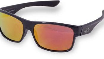 De gele, spiegelende glazen van de Black Cat Battle Cat Sunglasses bieden een comfortabel zicht op momenten dat er veel licht aanwezig is.