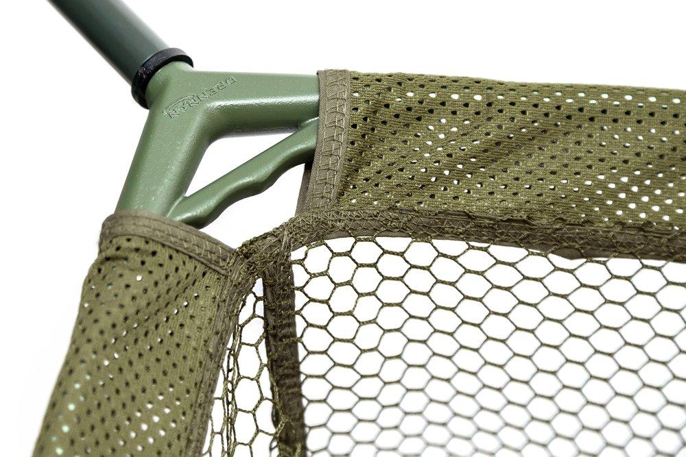 Het net en het frame zijn uitgevoerd in een bronzen/groene kleur, dit ziet er onder water zeer natuurlijk uit zodat gehaakte vissen zich sneller in het landingsnet laten dirigeren.
