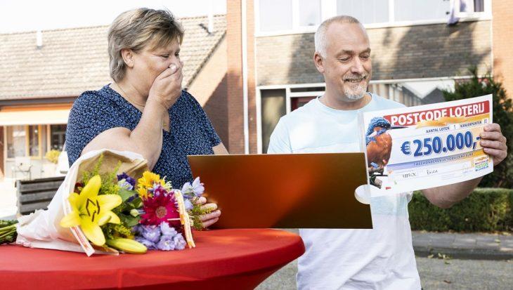 Kwart miljoen van de Postcodeloterij: 'Eerst een nieuwe vishengel'