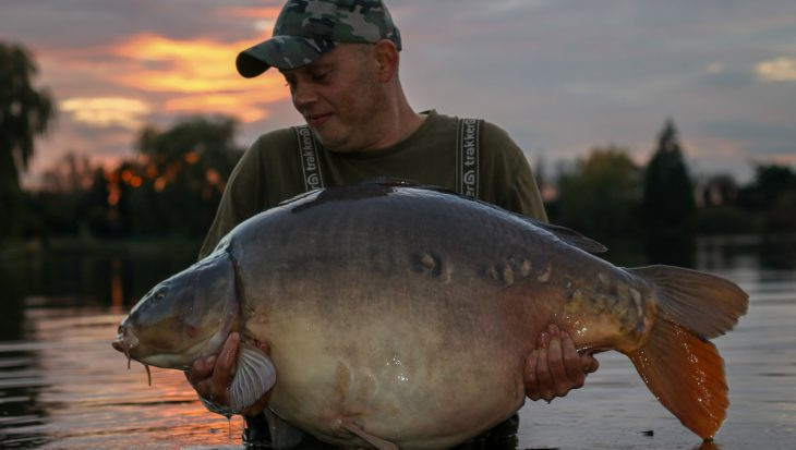 Berry van der Weide vangt targetvis De Koperen Plas