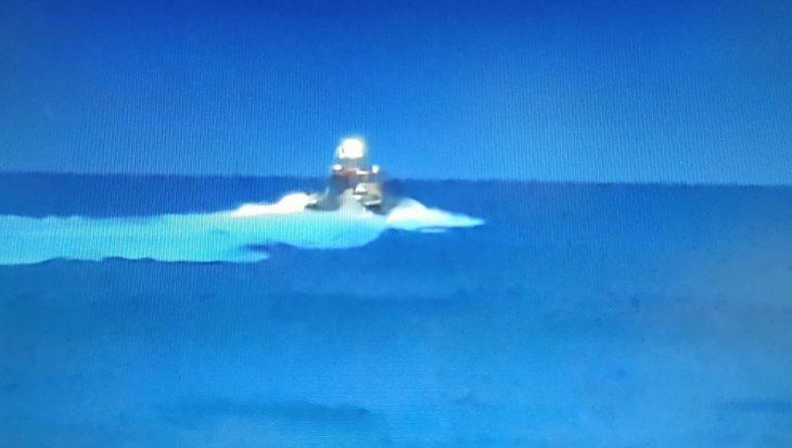 Vissersbootje zinkt bij IJmuiden, opvarenden in reddingsvlot (update)