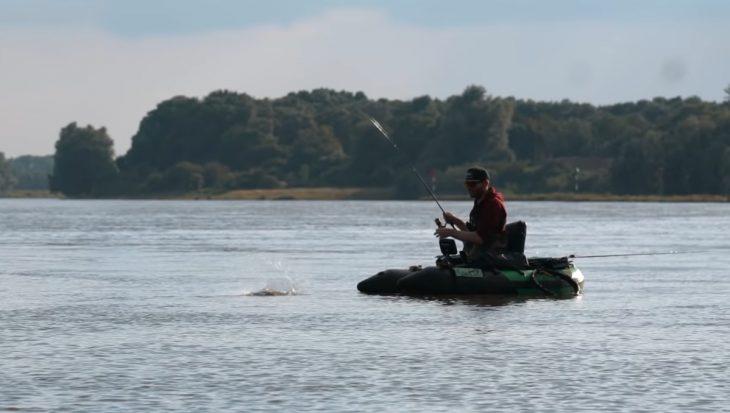 Video: op bellyboot riviersafari met de Vistechnische Dienst